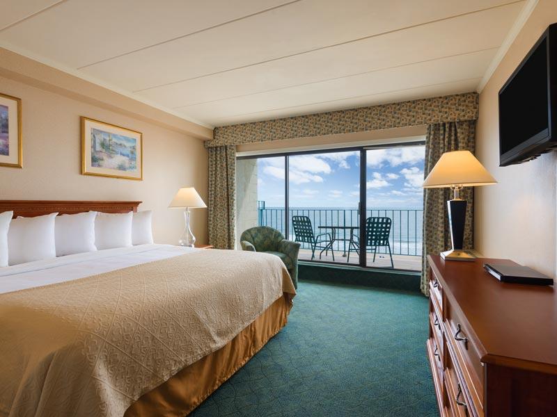 Direct oceanfront King guestroom with beautiful ocean view