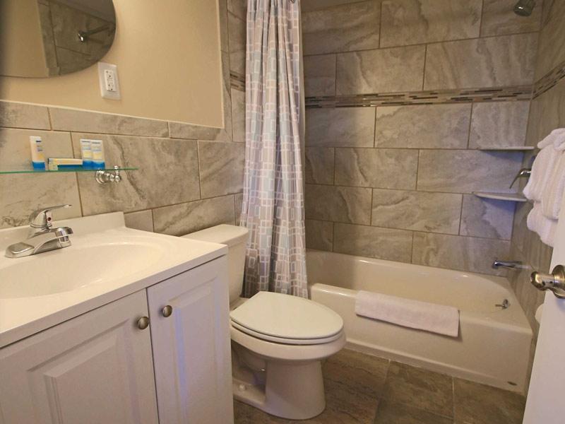 surf villas bathroom