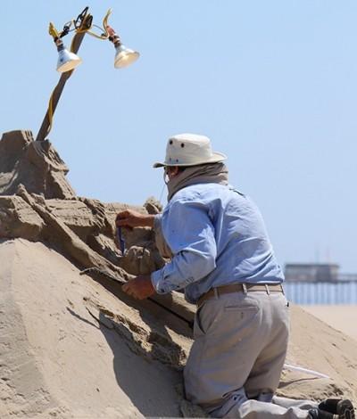 Randy Hofman sculpts sand